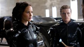 The Hunger Games – Lenny Kravitz, Josh Hutcherson and Jennifer Lawrence Sitting