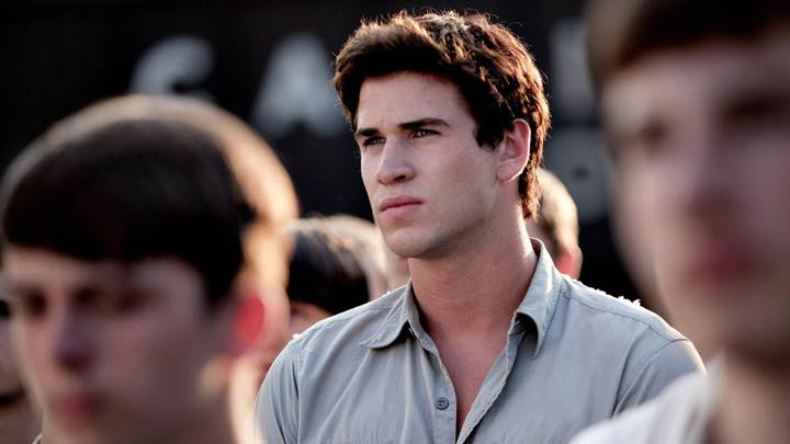 The Hunger Games – Liam Hemsworth In Crowd