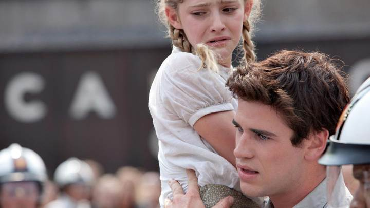 The Hunger Games – Liam Hemsworth Pick Crying Girl
