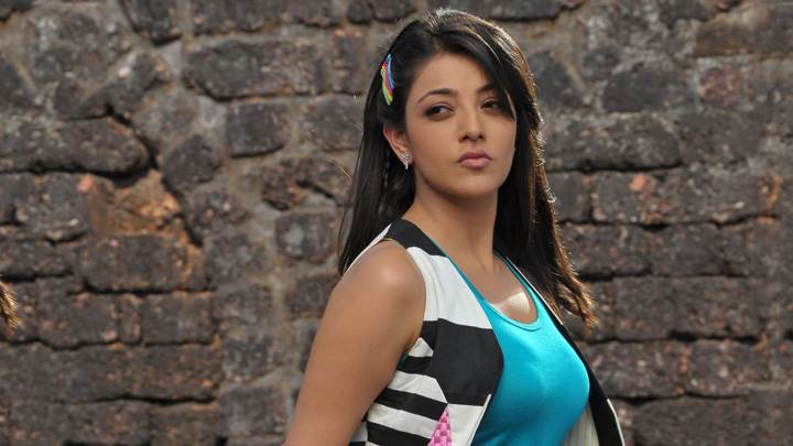 Kajal Aggarwal Glossy Lips N Side Pose
