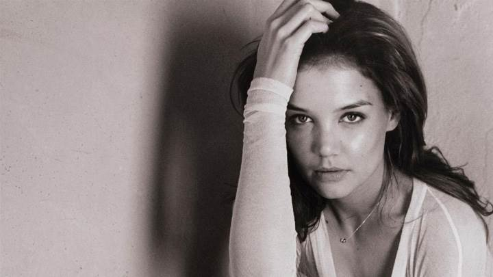 Katie Holmes Black N White Sitting Pose At Tony Duran Photoshoot