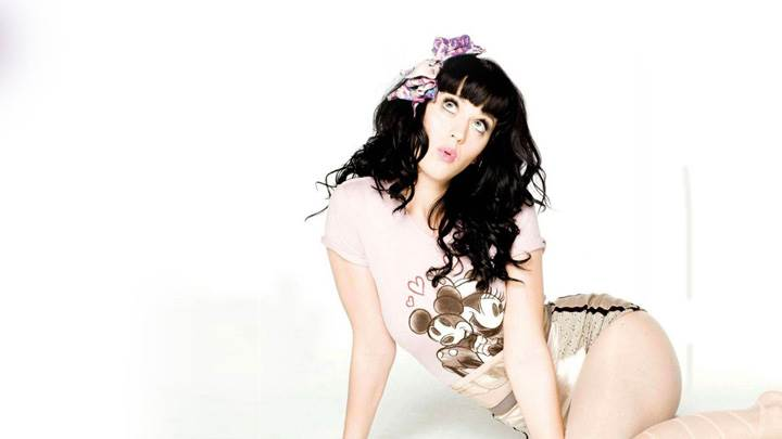 Katy Perry Sitting On Floor N Looking Up
