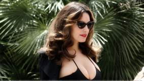 Kelly Brook In Black Goggles N Black Swimsuit For A Photoshoot