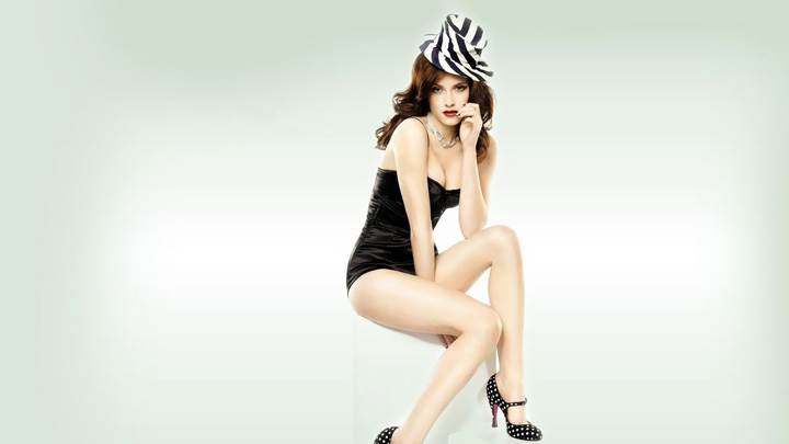 Kristen Stewart Sitting Pose In Black Dress N Black N White Hat