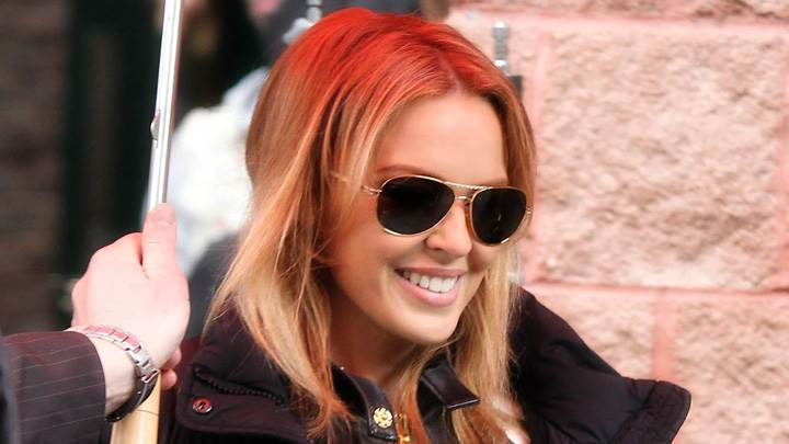 Kylie Minogue Smiling Face N Wearing Goggles In Shooting