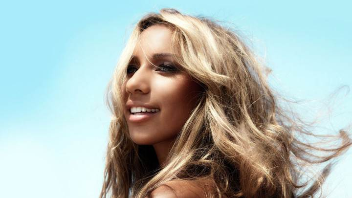 Leona Lewis Smiling Side Pose N Golden Hairs