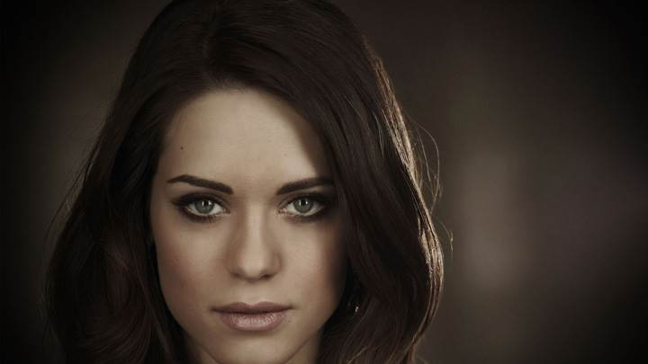 Lyndsy Fonseca Looking Front N Cute Eyes Face Closeup