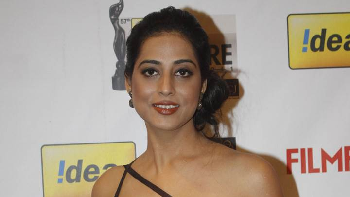 Mahi Gill Smiling At Filmfare Awards 2012 Red Carpet