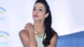 Malaika Arora Khan Unveiling The 3D Life Tablet By SWIPE Telecom