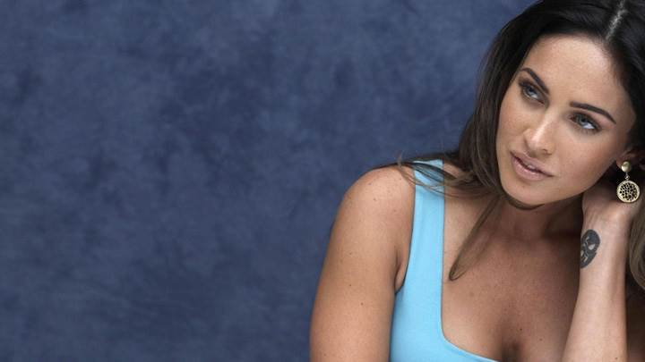 Megan Fox Sitting N Looking Somthing In Blue Top