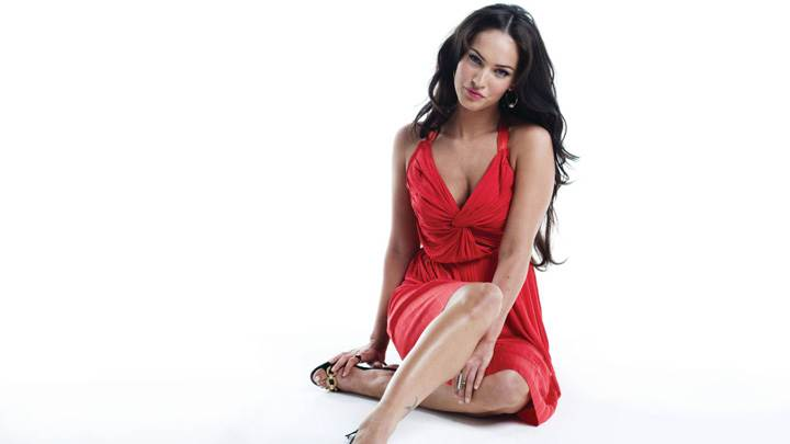 Megan Fox Smiling Sitting On Floor In Red Dress Wallpaper