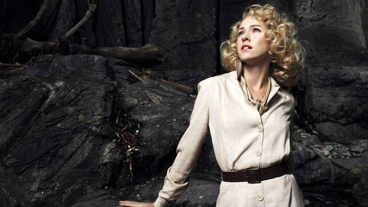 Naomi Watts In Long Coat In King Kong