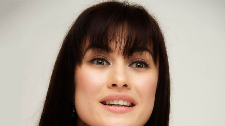 Olga Kurylenko Looking At Camera Face Photoshoot At Press Conference In Beverly Hills