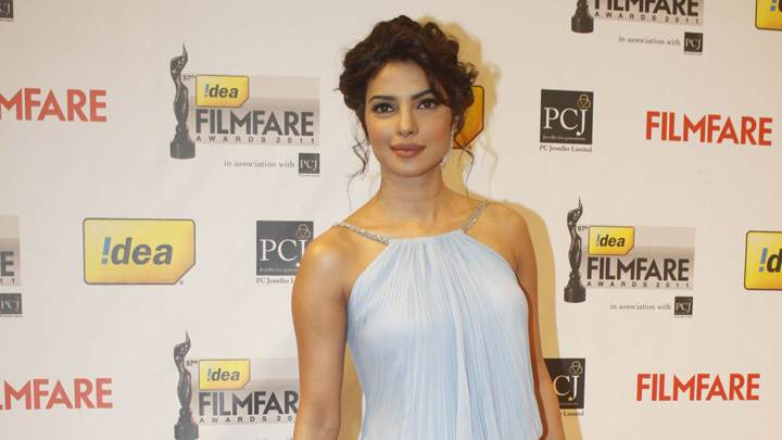 Priyanka Chopra In White Top At Filmfare Awards 2012 Red Carpet