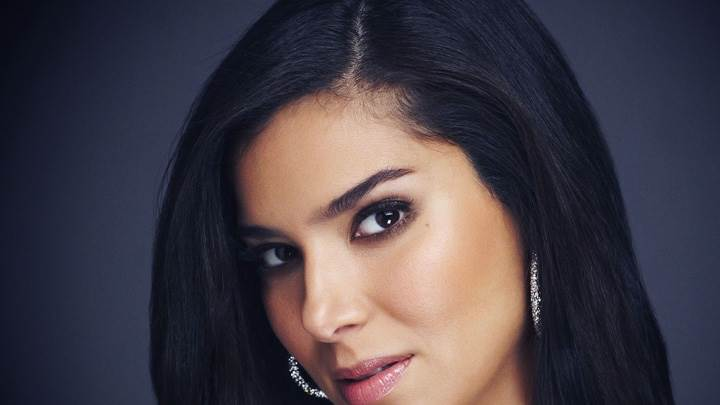 Roselyn Sanchez Looking At Camera Pink Lips Face Closeup