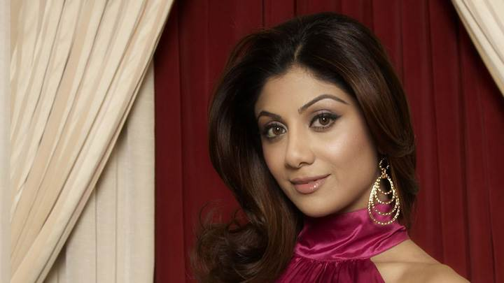 Shilpa Shetty Cute Pose in Pink Top