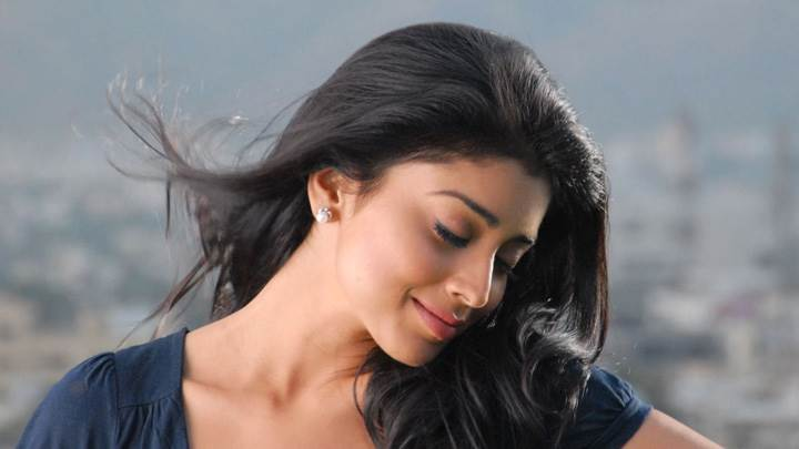 Shriya Saran Closed Eyes Pose In Nuvva Nena