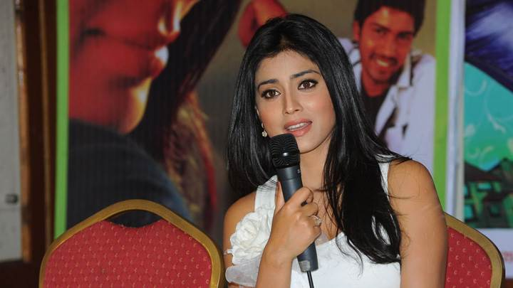 Shriya Saran Mic In Hand At Nuvva Nena Press Meet