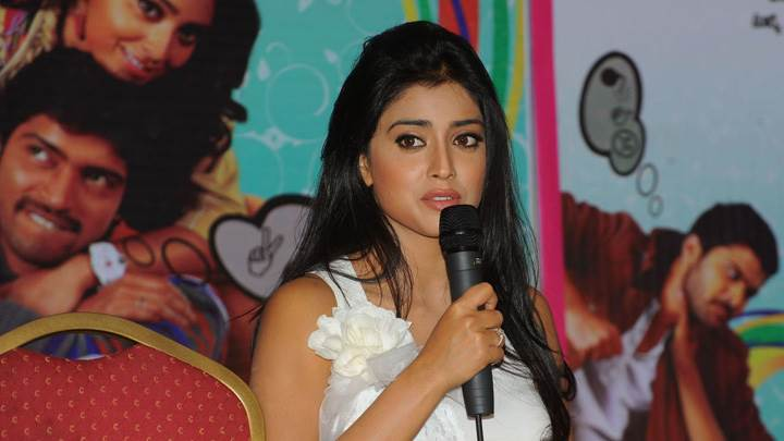 Shriya Saran Smiling At Nuvva Nena Press Meet