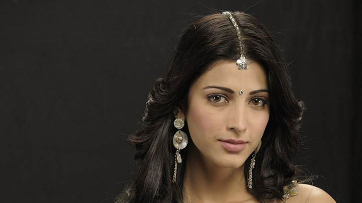 Shruti Haasan Wearing Long Earings Sweet Photoshoot