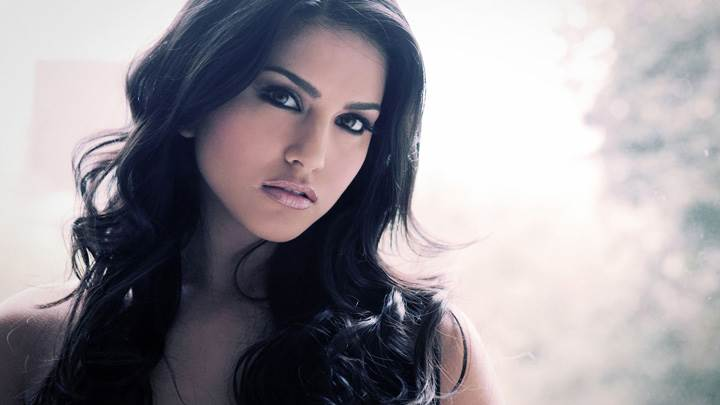 Sunny Leone Glossy Lips N Cute Eyes Photoshoot
