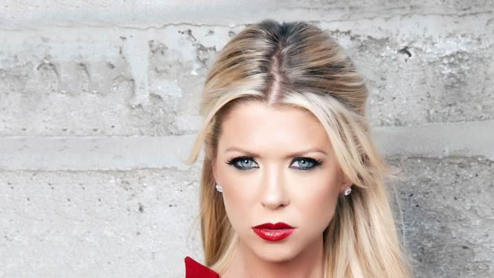Tara Reid Red Lips Cute Eyes Looking Front Pose
