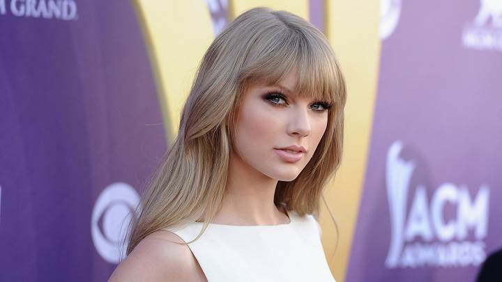 Taylor Swift In White Top At 47th Annual ACM Awards