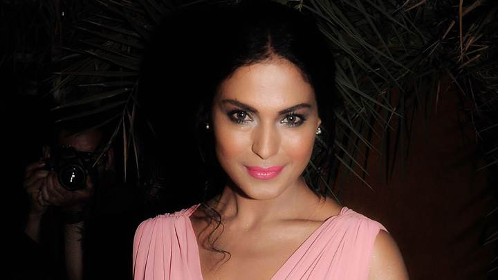 Veena Malik Surprise Bday Bash Smiling Pink Lips N Pink Dress