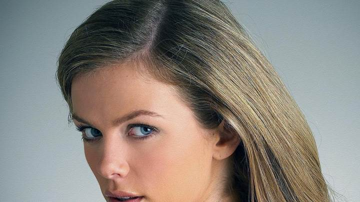 Brooklyn Decker Looking At Camera Shiny Hairs Side Face Closeup