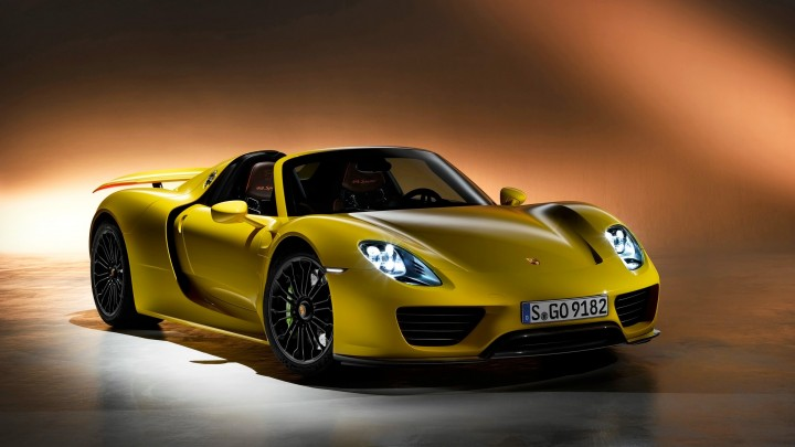 2014 Porsche 918 Spyder In Yellow Side Pose