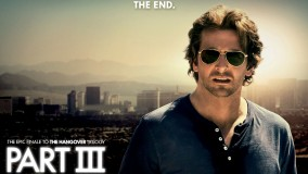 Bradley Cooper In Blue T-Shirt Black Shades