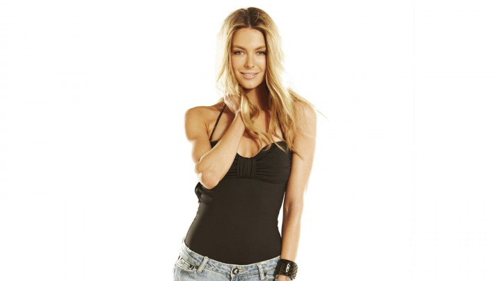 Jennifer Hawkins Smiling In Black Top Golden Hairs