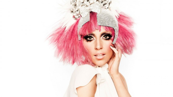 Lady Gaga Pink Hair And A Lovely Crown On Head