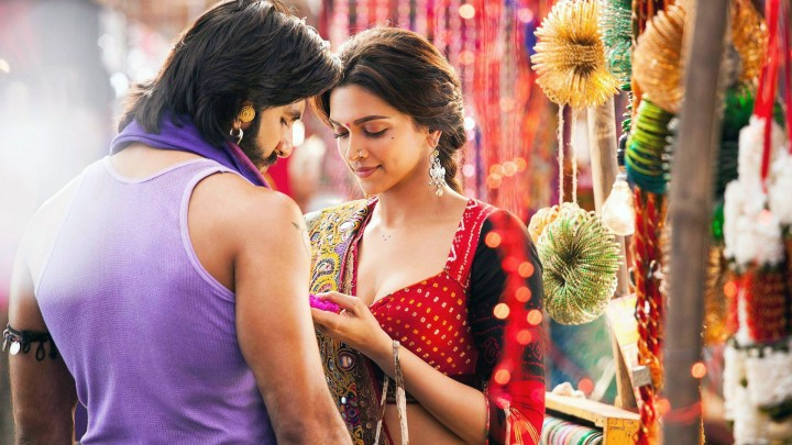 Ranveer Singh And Deepika Padukone Doing Love Chat In Ram Leela
