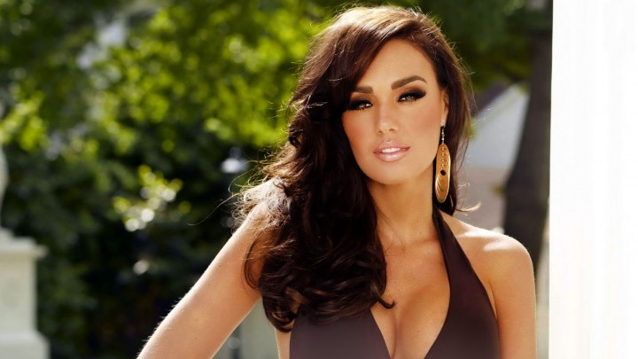 Tamara Ecclestone In Brown Top Making Great Pose