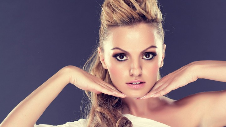 Alexandra Stan Making A Beautiful Pose