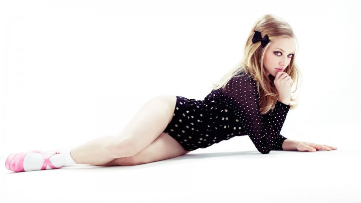 Amanda Seyfried Laying Pose In Black Dotted Dress