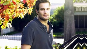 Geoff Stults In Navy Blue T-Shirt