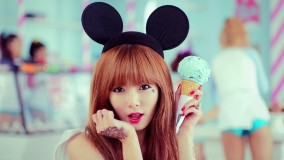 Hyuna Face Closeup Holding A Ice-Cream In Hand