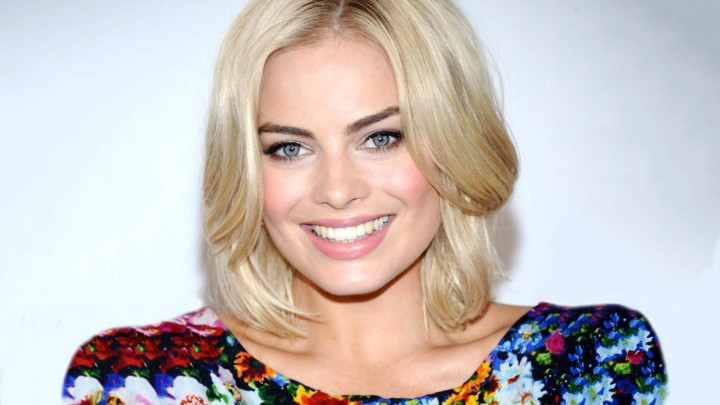 Margot Robbie Face Closeup In Colorful Dress