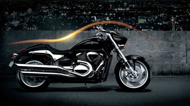 Suzuki Boulevard M90 Standing In Black Color