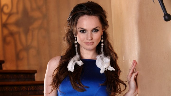 Tori Black In Blue Dress Wearing Big & Beautiful Earrings